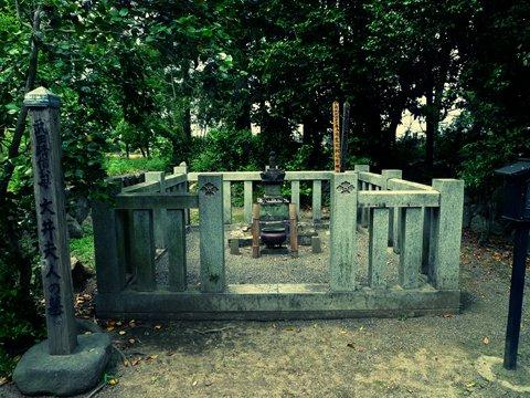 大井夫人の墓