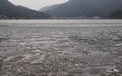 凍った河口湖