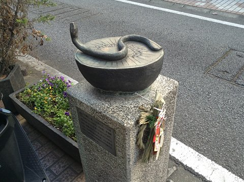 巳のブロンズ像